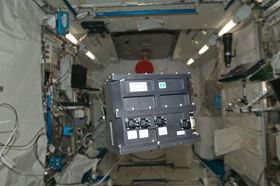 The experimental apparatus floating inside the Kibo module (Credit: Hokkaido Univ./JAXA).