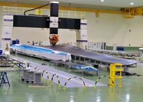 Manufacture of the A350 XWB lower wing shells commenced in August 2010 at Illescas in Spain. (Picture © Airbus S.A.S.)