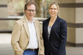 Nancy Sottos and Scott White led a team at the University of Illinois that developed a silicon nanoparticle composite material for battery anodes; this novel material could lead to more reliable and longer-lasting batteries. Photo: L. Brian Stauffer.