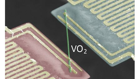 Marching electrons don't conduct heat in rule-breaking metal
