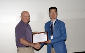 Hui-Ming Cheng, Editor-in-Chief of Energy Storage Materials, presenting the plaque to Professor Jeff Dahn.