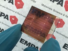 The semi-transparent perovskite solar cell absorbs UV, blue and yellow visible light, but allows red light and infrared radiation to pass through. Based on this principle, a double-layer tandem solar cell can be built with an efficiency that is much higher than single-layer solar cells. Image: Empa.