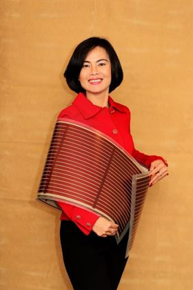 Thuc-Quyen Nguyen with a flexible solar cell. Image: Andy Le.