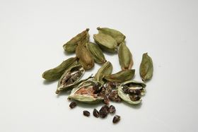 Cardamom pods hold potential for natural drug delivery.