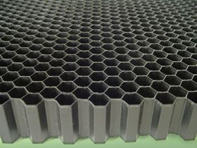 PlastiCell manufactures honeycomb using Victrex APTIV™ film, facing it with Victrex PEEK™ copolymer. The core can be thermoformed into the desired shape.