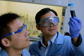 Chao Wang (right), a Johns Hopkins assistant professor of chemical and biomolecular engineering, in his lab with postdoctoral fellow Lei Wang (left), another author of the Science paper. Image: Will Kirk/Johns Hopkins University.