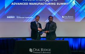 Lincoln Electric's Tom Matthews (left) and ORNL director Thomas Zacharia signing the agreement during the Department of Energy's Advanced Manufacturing InnovationXLab Summit. Credit: Genevieve Martin/Oak Ridge National Laboratory, U.S. Dept. of Energy.