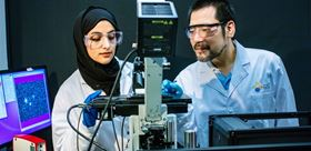 A new microscopy technique developed by Maram Abadi (left), Satoshi Habuchi (right) and colleagues challenges current thinking about polymer physics. Photo: KAUST.