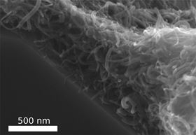 This shows a coating of CNTs on a ceramic material, creating a CNT felt. Image: Fabian Schuett.