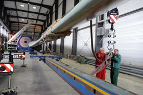 The new facility will enable IWES engineers to perform load tests on rotor blades measuring up to 90 m in length.