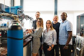 The team at the Center for Electrochemical Sciences at Ruhr-Universität Bochum that developed the novel method: (left to right) Stefan Barwe, Corina Andronescu, Sandra Möller, Wolfgang Schuhmann and Justus Masa. Photo: RUB, Kramer.
