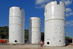 Tank sections manufactured under ASME-certified conditions were assembled at a riverside site.