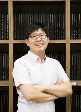 "MNE journal-award: Prof. Junsuk Rho from the Department of Mechanical Engineering & Department of Chemical Engineering Pohang University of Science and Technology, Pohang, Republic of Korea  ""for outstanding contributions to nanofabrication for nanooptics and –photonics"""