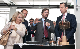 Dr Andreas Lackner, executive director of Plansee SE and Austrian chancellor Christian Kern with Plansee components for modern medical devices.