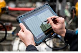 Predictive monitoring of production plants is possible with the help of digital tools such as tablets.