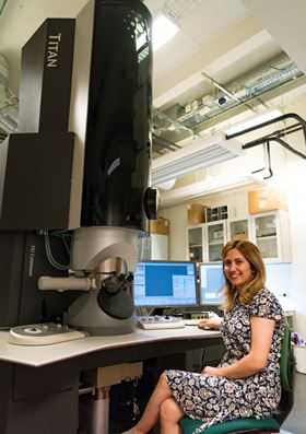 Nooshin Mortazavi from Chalmers University of Technology with a Titan transmission electron microscope, which was used to investigate the nanocrystalline oxide that forms on high-temperature alloys. Photo: Johan Bodell/Chalmers University of Technology.