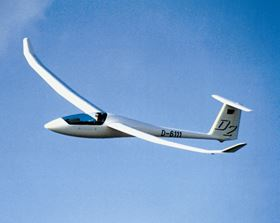 The stiffness and strength of CFRP is important for this glider made of Sigratex carbon fibre fabrics from SGL Group.