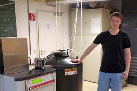Team member Lukas Weymann in the lab at TU Wien. Photo: TU Wien.