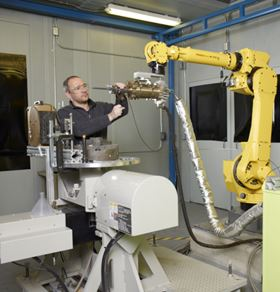 GE materials engineer Leo Ajdelsztajn is in one of GE's spray booths preparing a test. (Photo: Business Wire)
