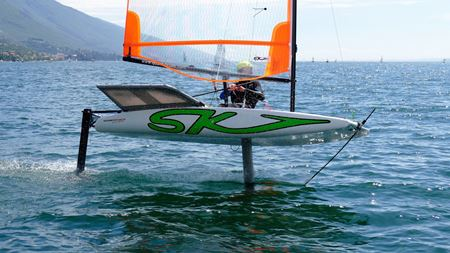 Hydrofoil dinghies feature lightweight composites