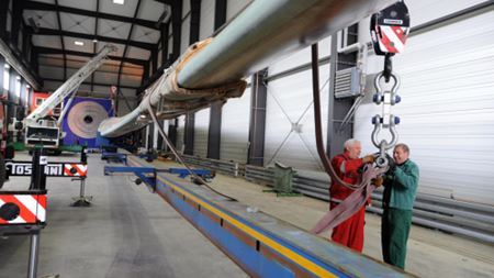 Test facility for 90 m wind turbine blades