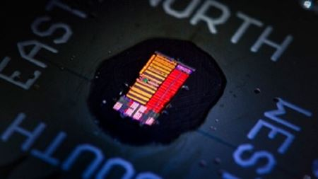 Optoelectronic microprocessors that use light to move data