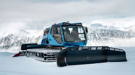 Composite cylinders for hydrogen-powered snow groomer